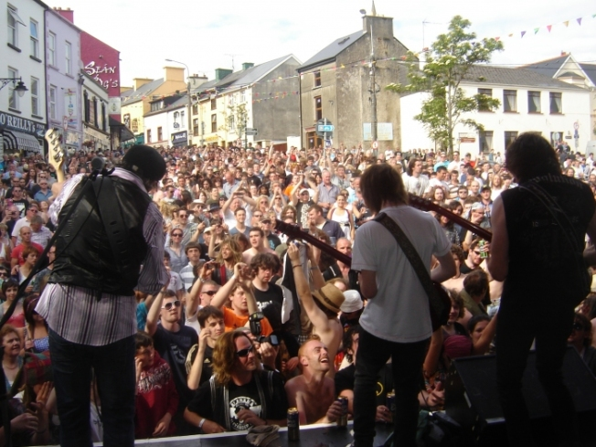 huge-crowds-attended-the-rory-gallagher-festival-2011-in-ballyshannon2